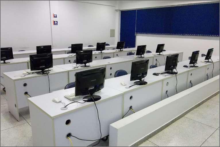 Laboratório de informática com a melhor tecnologia em seus equipamentos, proporcionando rapidez aos alunos.